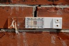 Трещины в здании Маяки для наблюдения за