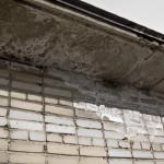 Разрушение кладки стен и плит покрытия от замачивания